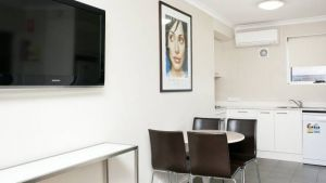 Forrest Hotel and Apartments - Accommodation NSW