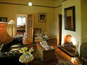 Buxton Manor - Garden and Loft Apartment - Accommodation NSW