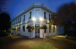 O'Connells Centenary Hotel - Accommodation NSW