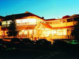 Loxton Community Hotel Motel - Accommodation NSW