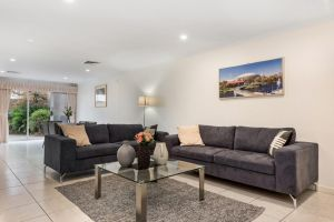 Close to City - Spacious 3 Bedroom Townhouse - Accommodation NSW