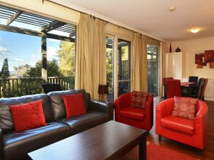 Villa Cypress located within Cypress Lakes - Accommodation NSW