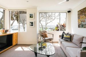 Waterfront Apartment Brimming with Inspirational Artwork - Accommodation NSW