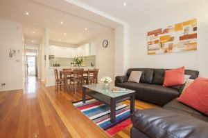 Boutique Stays - Melrose Terrace Townhouse in North Melbourne - Accommodation NSW