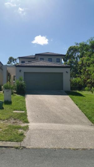 Central Gold Coast Large Modern Elevated House - Accommodation NSW