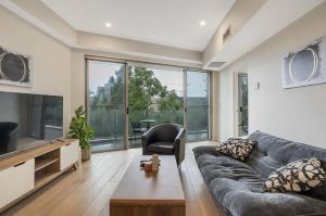Convenient Apartment - 1 Min Walk To Train - Accommodation NSW
