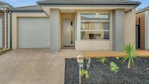 Daisy Villa - close to Mel Airport  Hume Highway -Comfort - Accommodation NSW