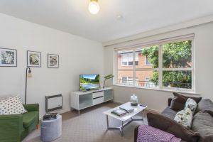 Family-friendly apartment in green Glen Iris - Accommodation NSW