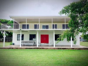 Holiday Rental - Huge House With Beach Views - Accommodation NSW