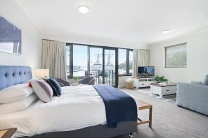 King size studio with water view walk to the city - Accommodation NSW