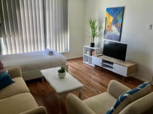 Modern Unit Near To Surfers Paradise - Accommodation NSW