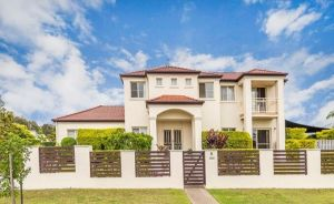 Nice home in the Regatta waters estate close to theme parks - Accommodation NSW