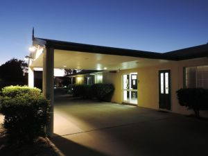 Outback Motel - Accommodation NSW