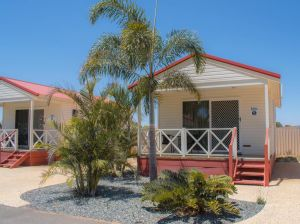 Outback Oasis Caravan Park - Accommodation NSW