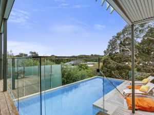 Lansdowne Villa - with swimming pool - Accommodation NSW