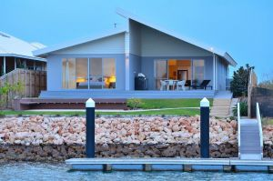 The Carnarvon Luxury Canal Home - Accommodation NSW