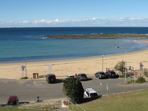 Toowoon Beach View 3br Villa 4 just steps to beach with views - Accommodation NSW