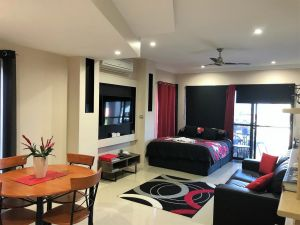 Ultra Modern Private Studio Room - Accommodation NSW