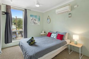 Location 2BR Town View Unit in Centre of Airlie. - Accommodation NSW