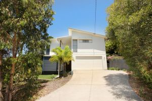224 Centenary Heights Road Coolum Beach 500 Dollar Bond Linen Included - Accommodation NSW