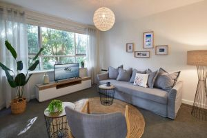 1 Bedroom Apt With Parking Stroll to Elwood Beach - Accommodation NSW