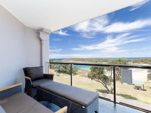 5 'The Outlook' 4 Ocean Parade - overlooking Boat Harbour beach and ducted air conditioning - Accommodation NSW