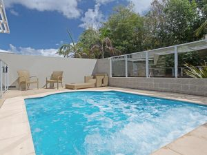 516 'Oaks Pacific Blue' 265 Sandy Point Road- private pool aircon WIFI - Accommodation NSW