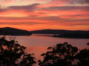 A Lakehouse Escape - Accommodation NSW