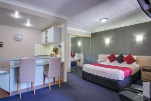 AAA Airport Albion Manor Apartments and Motel - Accommodation NSW