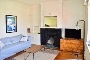 Artistic Apartment in Sunny Elwood near St Kilda - Accommodation NSW