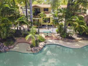 Ashmore Palms Holiday Village - Accommodation NSW