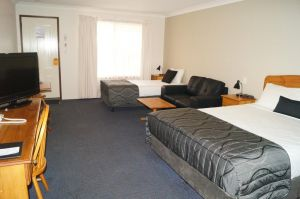 Asters On James Motor Inn - Accommodation NSW