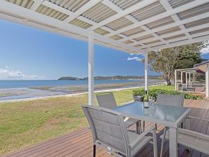 Beached Inn' 93 Foreshore Drive - Spacious beach front house - Accommodation NSW