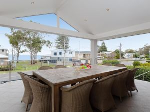 Beauty and the Beach' 88 Foreshore Drive - large home with WIFI  water views - Accommodation NSW